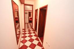 Коридор. Черногория, Столив : Апартамент для 4-5 человек, с 2-мя отдельными спальнями, с террасой