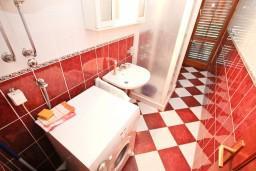 Ванная комната. Черногория, Столив : Апартамент для 4-5 человек, с 2-мя отдельными спальнями, с террасой
