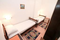 Спальня 3. Черногория, Герцег-Нови : Апартамент с 3-мя спальнями и балконом с прямым видом на море, Савина, 1-я линия от моря и пляжа Сплендидо