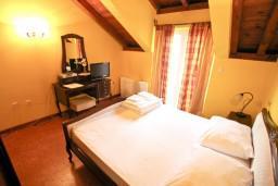 Спальня. Черногория, Котор : Комната для 2 человек, с балконом, 50 метров до моря