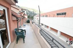 Балкон. Черногория, Котор : Комната для 2 человек, с балконом, 50 метров до моря