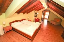Студия (гостиная+кухня). Черногория, Котор : Студия для 2-3 человек, 50 метров до моря