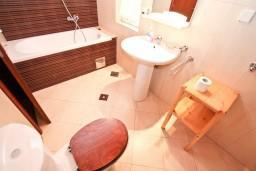 Ванная комната. Черногория, Котор : Студия для 2-3 человек, 50 метров до моря