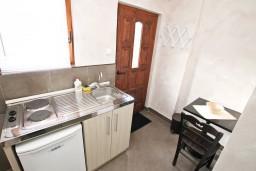 Кухня. Черногория, Котор : Студия для 2 человек, с террасой, 50 метров до моря
