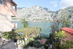 Вид на море. Черногория, Муо : Апартамент с отдельной спальней, с большой террасой с видом на море, возле пляжа