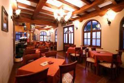 Кафе-ресторан. Panonija 3* в Доброте