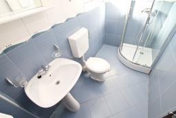 Ванная комната. Черногория, Игало : Апартамент в Игало в 100 метрах от пляжа