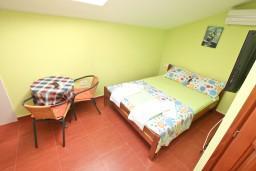 Студия (гостиная+кухня). Черногория, Прчань : Студия для 2 человек, 20 метров до моря