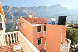 Балкон. Черногория, Прчань : Студия для 2 человек, с балконом с видом на море, 20 метров до пляжа