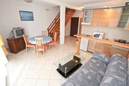 Гостиная. Черногория, Бигова : 2-х этажный апартамент с отдельной спальней, с балконом с шикарным видом на море, 20 метров до пляжа