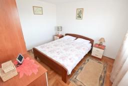 Спальня. Черногория, Кавач : Апартамент с большой гостиной, с отдельной спальней, с террасой