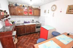 Кухня. Черногория, Пераст : Студия для 2-3 человек, с террасой, 20 метров до моря