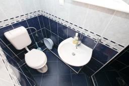 Ванная комната. Черногория, Бигова : Студия для 4 человек, с террасой с видом на море