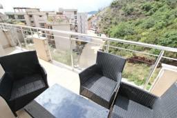 Балкон. Черногория, Пржно / Милочер : Современный апартамент для 2-4 человек, с отдельной спальней, с балконом