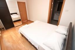 Спальня 2. Черногория, Пржно / Милочер : Современный апартамент для 4-6 человек, с 2-мя отдельными спальнями, с большой гостиной, с 2-мя ванными комнатами, с балконом