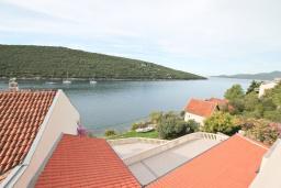 Вид на море. Черногория, Бигова : Апартамент для 3-5 человек, с 2-мя отдельными спальнями, с 2-мя ванными комнатами, с балконом с шикарным видом на море, 20 метров до пляжа