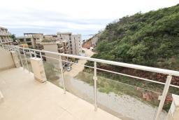 Балкон. Черногория, Пржно / Милочер : Современный апартамент для 2-4 человек, с отдельной спальней, с балконом с видом на море