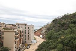 Вид на море. Черногория, Пржно / Милочер : Современный апартамент для 2-4 человек, с отдельной спальней, с балконом с видом на море