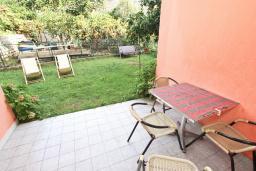 Терраса. Черногория, Петровац : Апартамент для 4-6 человек, с 2-мя отдельными спальнями, с просторной гостиной, с террасой