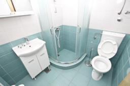 Ванная комната. Черногория, Петровац : Студия для 2-3 человек, с террасой