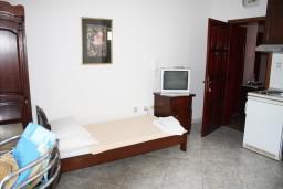 Студия (гостиная+кухня). Черногория, Игало : Студия c балконом для троих, 30 метров от моря