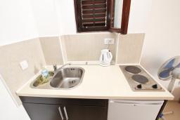 Кухня. Черногория, Риека Режевичи : Студия для 2-3 человек, с террасой с видом на море