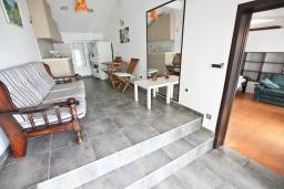 Гостиная. Черногория, Риека Режевичи : Апартамент с отдельной спальней, с террасой
