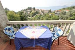 Терраса. Черногория, Риека Режевичи : Апартамент с отдельной спальней, с террасой с видом на море