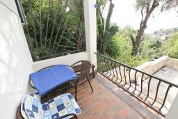 Балкон. Черногория, Риека Режевичи : Апартамент с отдельной спальней, с балконом с видом на море