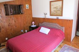 Спальня 2. Черногория, Риека Режевичи : Апартамент для 4 человек, с большой гостиной, с 2-мя отдельными спальнями, с террасой с видом на море