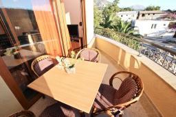 Терраса. Черногория, Сутоморе : Апартамент с отдельной спальней, с террасой и балконом