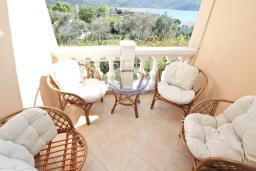 Балкон. Черногория, Булярица : Апартамент для 4-5 человек, с 2-мя отдельными спальнями, с 2-мя ванными комнатами, с балконом с видом на море, 100 метров до пляжа