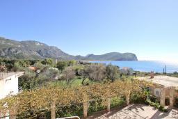 Вид на море. Черногория, Булярица : Апартамент для 4-5 человек, с 2-мя отдельными спальнями, с 2-мя ванными комнатами, с балконом с видом на море, 100 метров до пляжа