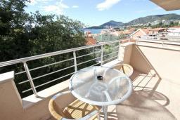 Балкон. Черногория, Рафаиловичи : Апартамент с отдельной спальней, с балконом с видом на море