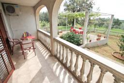 Терраса. Черногория, Росе : Апартамент для 8-11 человек, с 4-мя отдельными спальнями, с 2-мя гостиными, с большой кухней, с 2-мя ванными комнатами, с 4-мя террасами