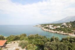 Вид на море. Черногория, Утеха : Огромный дом в Утехе с 7-ю отдельными спальнями, c 4-мя ванными комнатами, с 3-мя огромными террасами с шикарным видом на море, 100 метров до пляжа, с большой зеленой территорией, с местом для барбекю, несколько мест для парковки