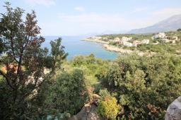 Вид. Черногория, Утеха : Огромный дом в Утехе с 7-ю отдельными спальнями, c 4-мя ванными комнатами, с 3-мя огромными террасами с шикарным видом на море, 100 метров до пляжа, с большой зеленой территорией, с местом для барбекю, несколько мест для парковки