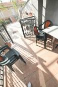 Терраса. Черногория, Риека Режевичи : Апартамент для 4-6 человек, с 2-мя отдельными спальнями, с 2-мя ванными комнатами, с террасой с видом на море