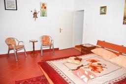 Спальня. Черногория, Добра Вода : Апартамент