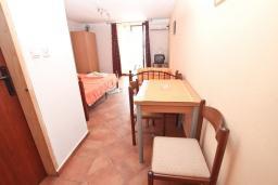 Студия (гостиная+кухня). Черногория, Герцег-Нови : Студия с балконом с шикарным видом на море, возле пляжа