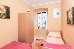 Спальня 3. Черногория, Котор : Апартамент для 6-8 человек, с 3-мя отдельными спальнями, с просторной гостиной, с ванной комнатой с джакузи, с большой террасой
