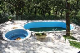 Бассейн. Черногория, Герцег-Нови : Вилла в Герцег-Нови с 10 спальнями, с 5 ванными комнатами, с бассейном, с местом для барбекю, с 5 террасами с видом на территорию