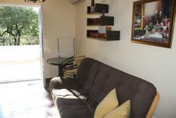 Гостиная. Черногория, Герцег-Нови : Вилла в Герцег-Нови с 10 спальнями, с 5 ванными комнатами, с бассейном, с местом для барбекю, с 5 террасами с видом на территорию