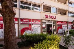 Супермаркет VOLI 34 в Тивате
