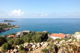 Вид на море. Черногория, Утеха : Большая вилла в Утехе с 13-ю комнатами с ванными и мини-кухнями и с балконами с видом на море, с бассейном, с большой террасой, с парковкой во дворе, с бесплатным Wi-Fi