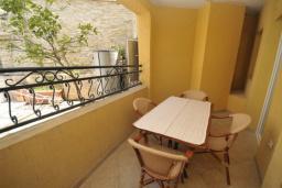 Терраса. Черногория, Рафаиловичи : Апартамент №15 с отдельной спальней и видом на сад (APP 02+2 PV)