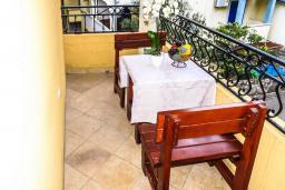 Балкон. Черногория, Рафаиловичи : Апартамент №29 с отдельной спальней и видом на сад (APP 03 РV)