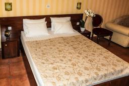 Спальня. Черногория, Рафаиловичи : Двухместный номер №30 с видом на море (DBL+ex.bed  SV)