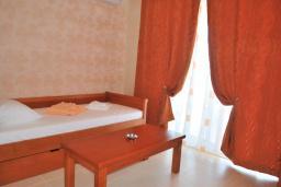 Спальня 2. Черногория, Рафаиловичи : Апартамент №602 с отдельной спальней и видом на море