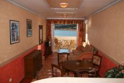 Гостиная. Черногория, Рафаиловичи : Апартамент №5 с двумя спальнями и видом на море